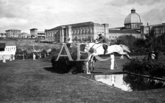 1919, EN EL HIPÓDROMO. INAUGURACIÓN DEL CONCURSO HÍPICO, VERIFICADA AYER TARDE