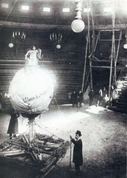 1900, Ensayo de un número acrobático en el Price.jpg