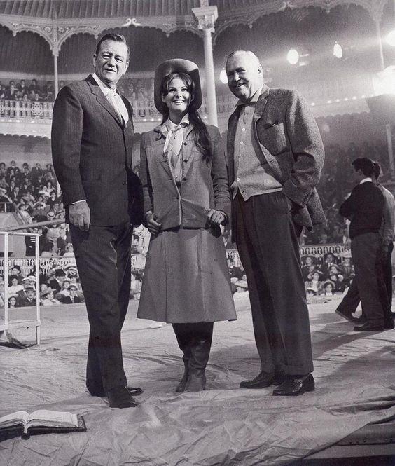 Circo Price. Claudia Cardinale y Henry Hataway (1963, durante el rodaje de El fabuloso mundo del circo.jpg