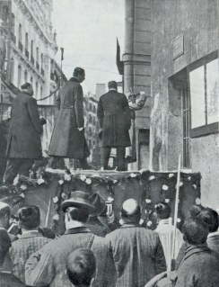 Alfonso XIII en el comienzo de las obras