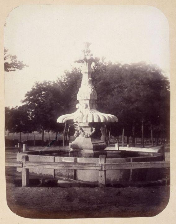 1864, Fuente vecinal en el Paseo de las Delicias