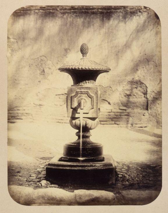 1864, Fuente vecinal en la Calle de la Madera.jpg