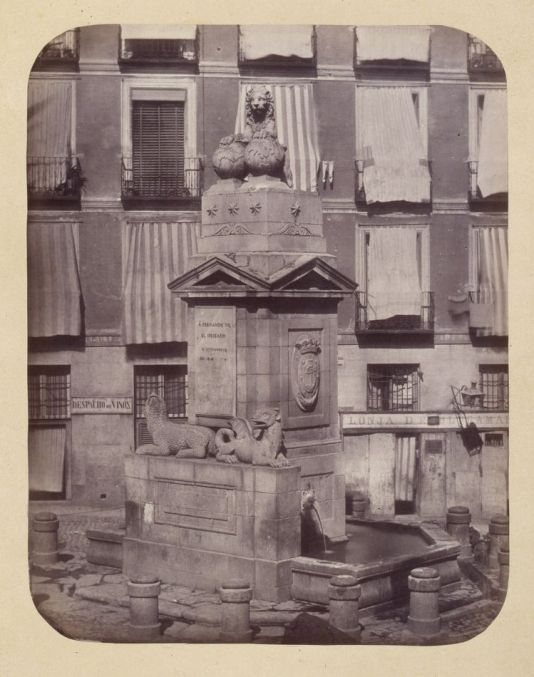 1864, Fuente vecinal en la Calle de Toledo.jpg