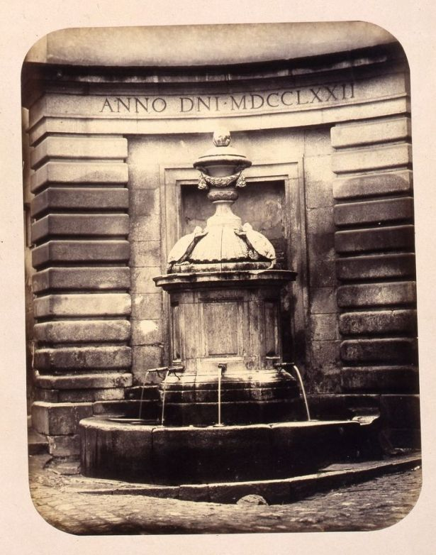 1864, Fuente vecinal en la Plaza de Herradores.jpg