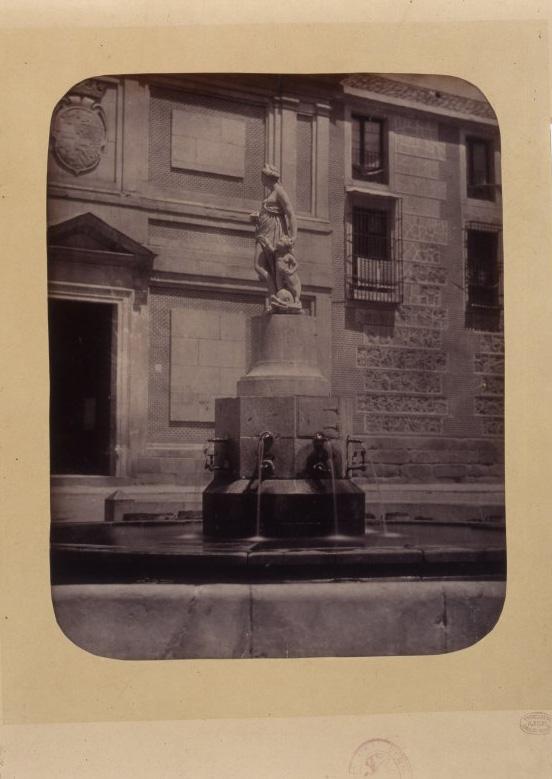 1864, Fuente vecinal en la Plaza de las Descalzas.jpg