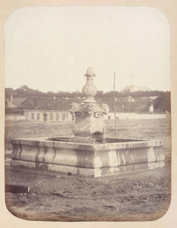 1864, Fuente vecinal en la Plaza de Olavide en Chamberí