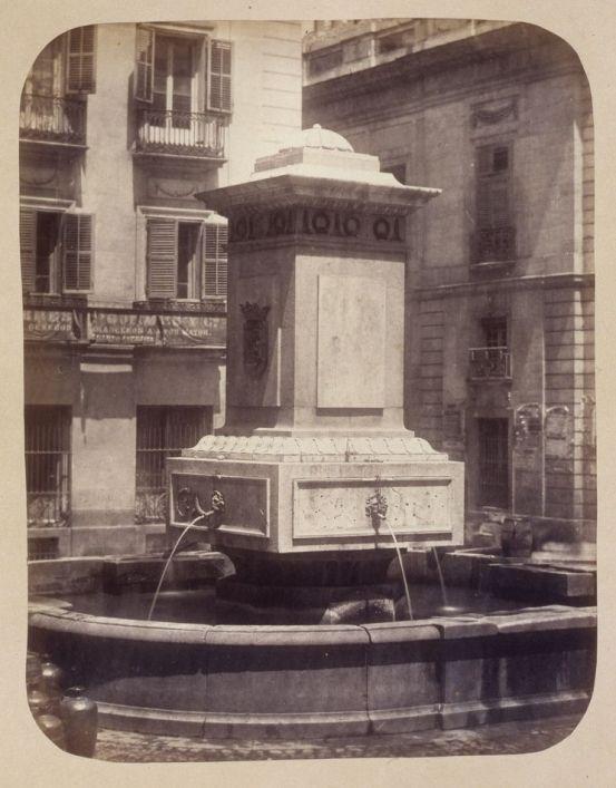 1864, Fuente vecinal en la Plaza de Pontejos.jpg