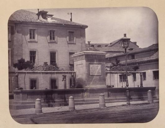 1864, Fuente vecinal en la Plaza de San Marcial.jpg