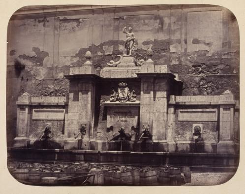 1864, Fuente vecinal en la Plazuela de la Cruz Verde.jpg