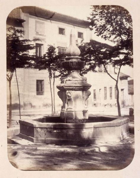 1864, Fuente vecinal en la Plazuela de los Afligidos.jpg