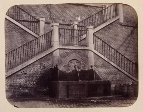 1864, Fuente vecinal en la Ribera de Curtidores.jpg