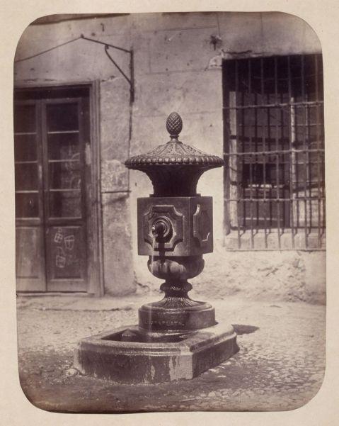 1864, Fuente vecinal en la Travesía de la Cruz Verde.jpg