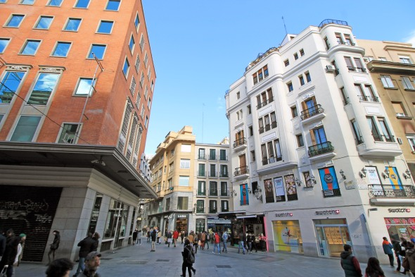 Calle de Rompelanzas (street) in Sol neighborhood in Madrid (Spain).